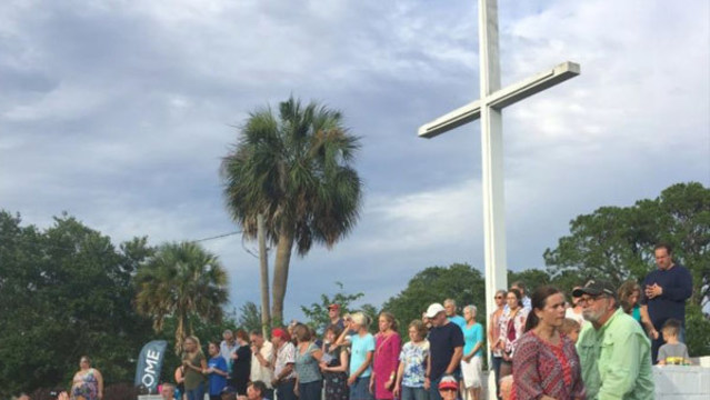 Judge rules cross can stay at public park pending Florida city's appeal