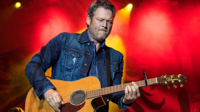 Oklahoma girl gets textbook once used by Blake Shelton
