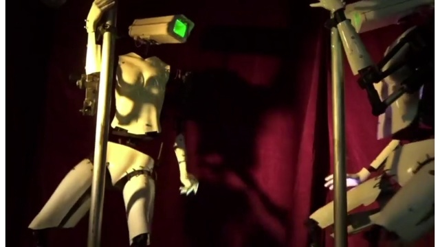 Club brings in robot strippers for Consumer Electronics Show