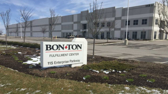Bon-Ton warns of mass layoff if company is not sold class=