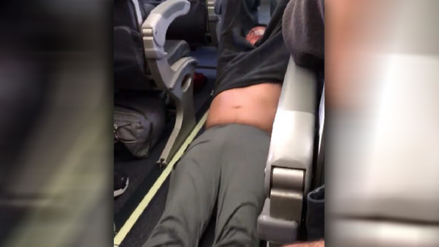 Officer Who Removed Passenger From Oversold Flight Sues United