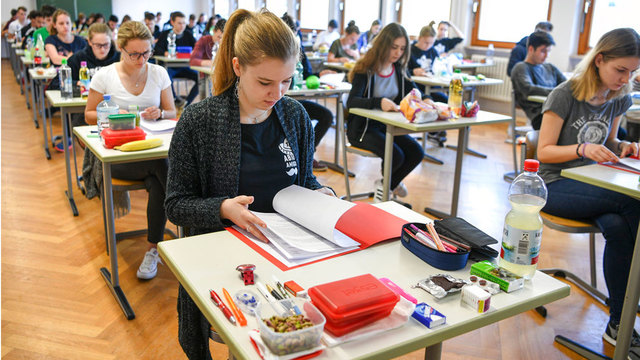 German high schoolers complain English exam was too hard