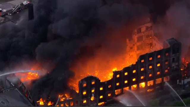 Raging fire breaks out at abandoned factory in North Philadelphia