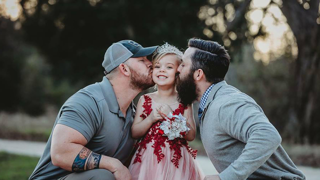 Dad and soon-to-be stepdad share sweet moment with young daughter in viral photo