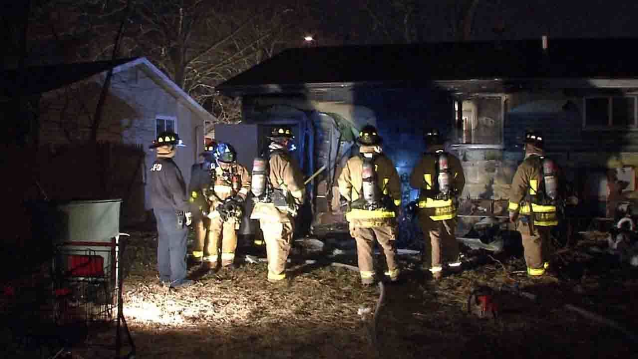 Mother, 4 children rescued from house fire in southeast Columbus